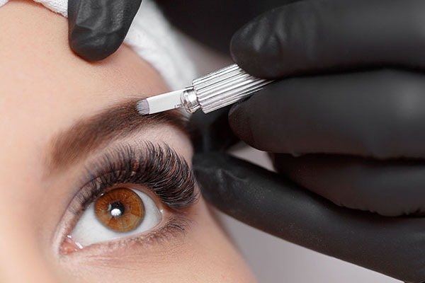 online Microblading course om design academy